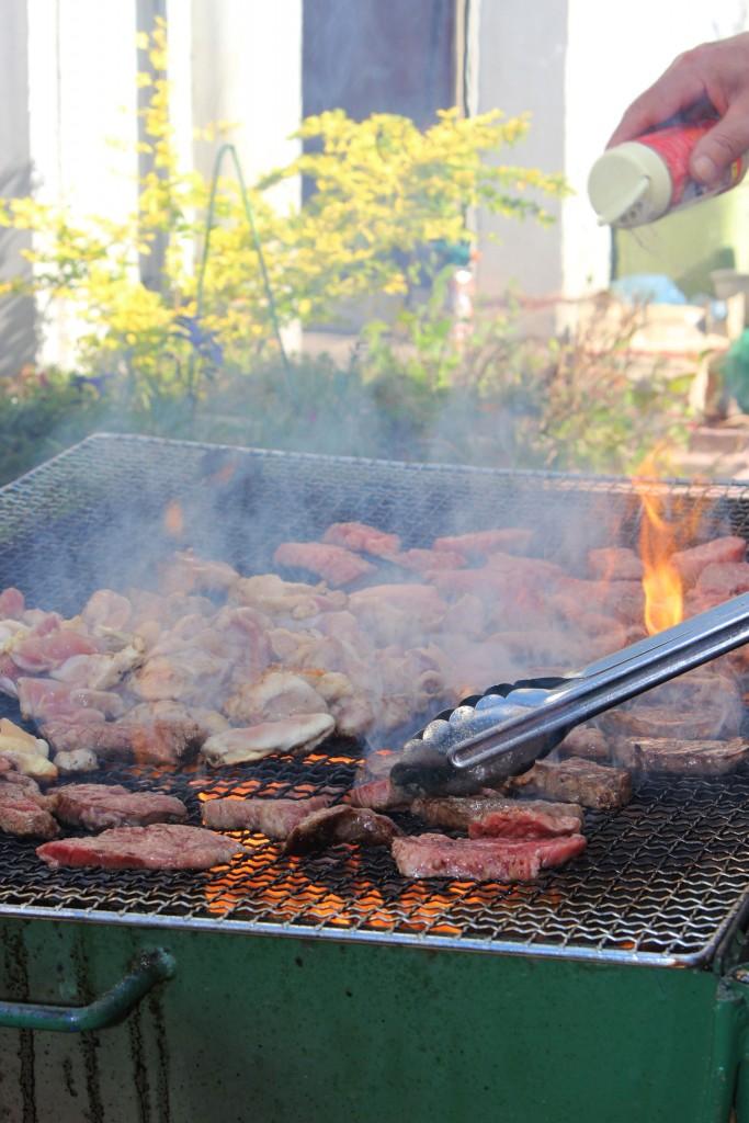 宮崎牛と地頭鶏の炭火焼き!匂いだけでも満たされる美味しさでした