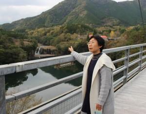 須木を案内してくれた地域おこし協力隊の石黒さん。